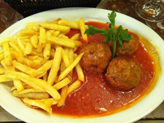Boulettes sauce tomate avec frites